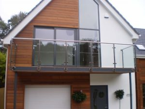 Steel balcony structure
